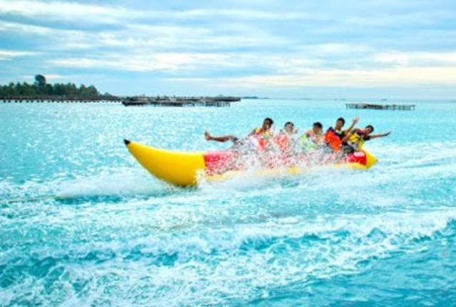 Hasil gambar untuk banana boat di kepulauan seribu